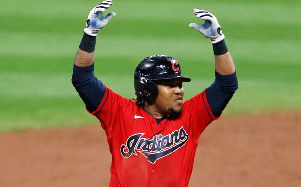[VIDEO] Dominicano José Ramírez da el HR que los lleva a playoffs