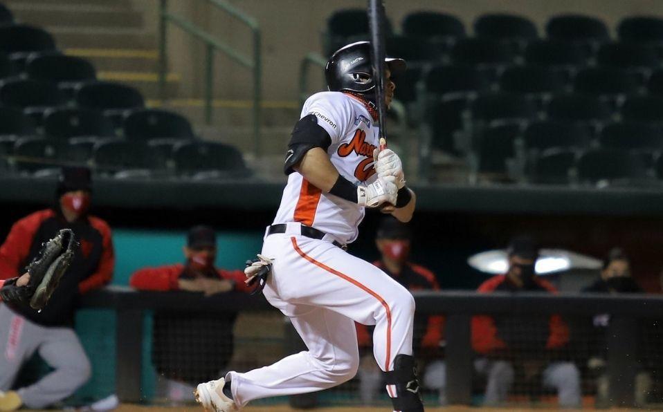 Hernández dio el batazo del triunfo para adelantar a Naranjeros en la serie. (Foto: LMP.mx)