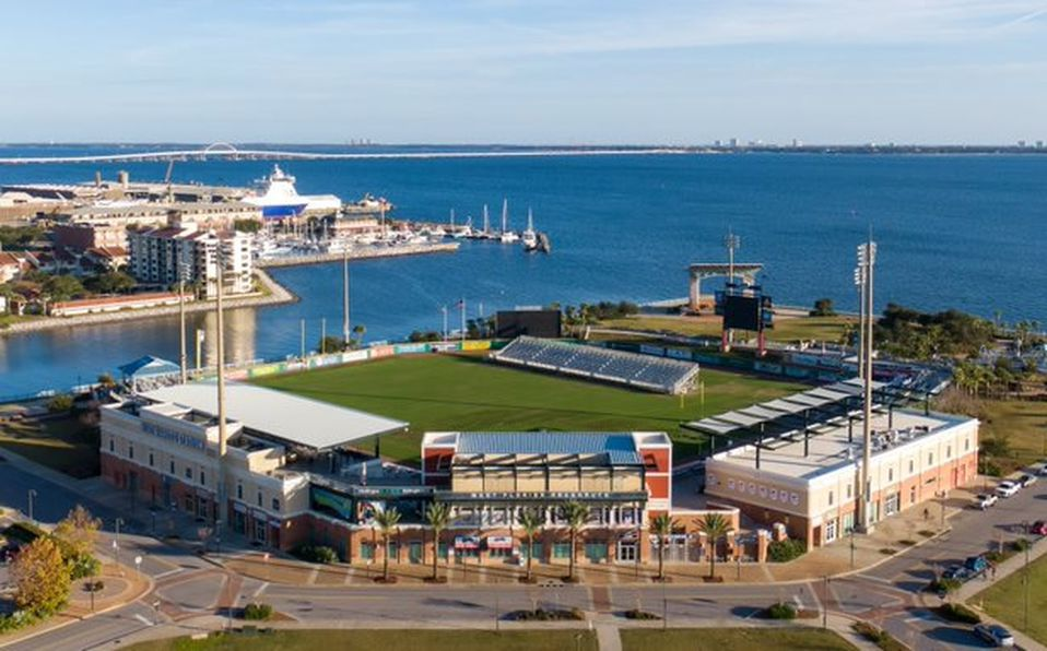 El estadio tiene una gran vista a la bahía. (Foto: @BlueWahoosBBall)