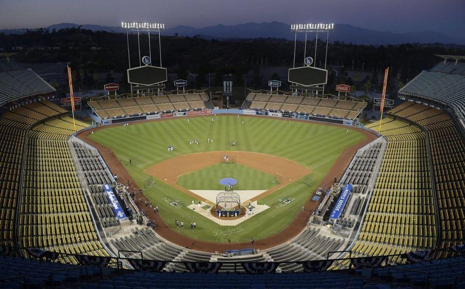 La pelea se dio en las salidas del Dodger Stadium. (Foto: AP)