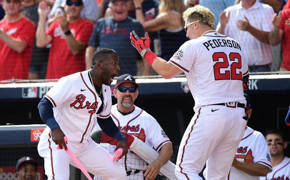 Joc Pederson pegó jonrón de tres carreras para darle la victoria a los Braves. Foto: @Braves