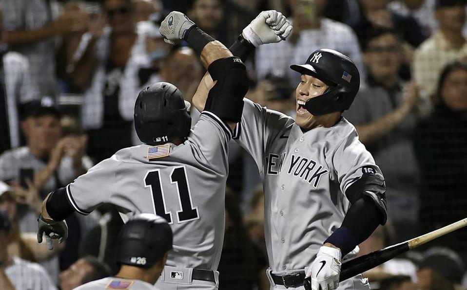 Aaron Judge celebra con Brett Gardner. Foto: AP