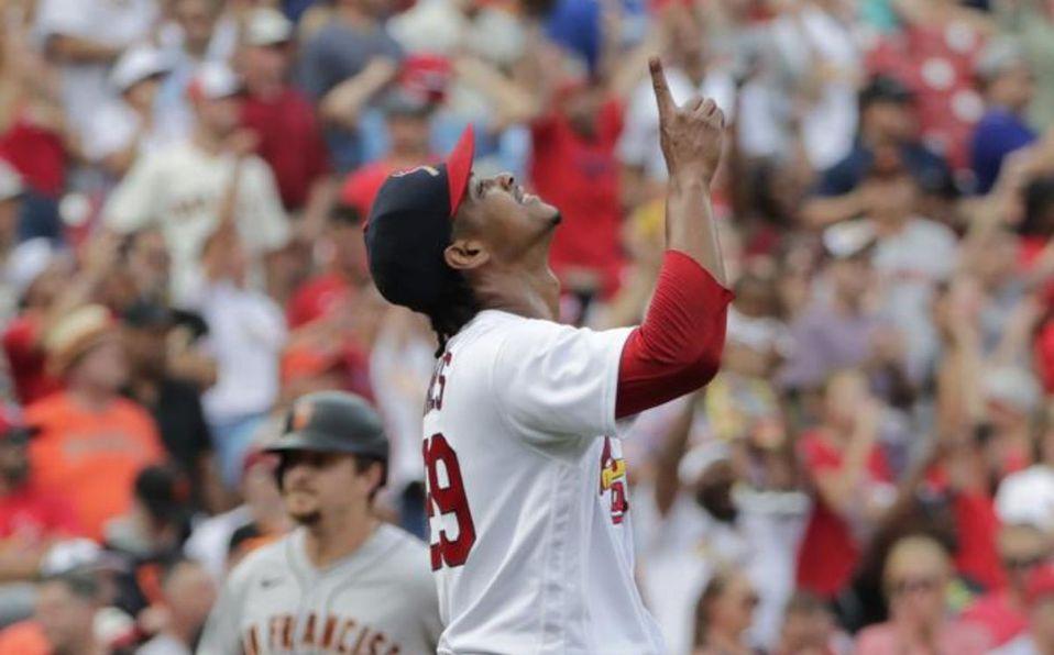 Alex Reyes superó la marca impuesta en MLB por LaTroy Hawkins en 2000-01. (AP)