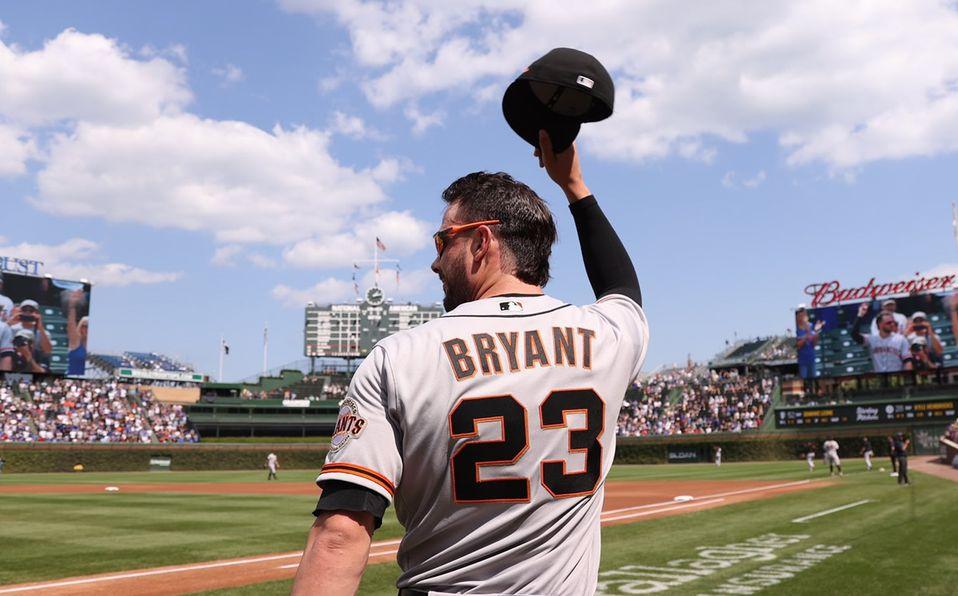Kris Bryant agradece las muestras de cariño de los fans de los Cubs. Foto: @Cubs