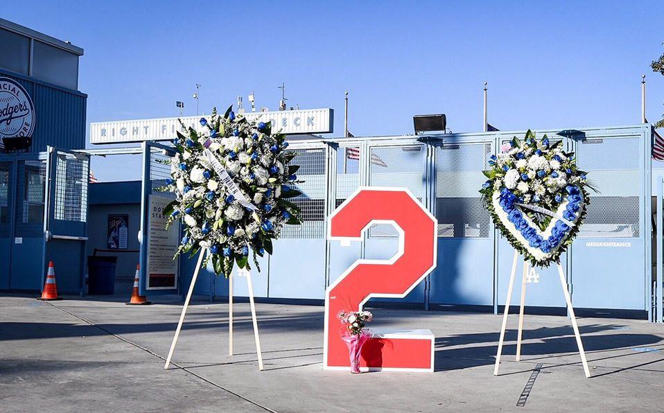 El legendario #2 de Tom Lasorda a las afueras del Dodger Stadium. Foto: Dodgers