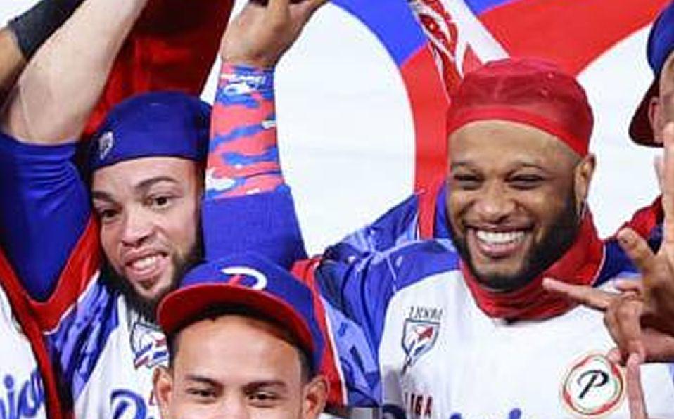 Robinson Canó en la celebración de RD al ganar la Serie del Caribe