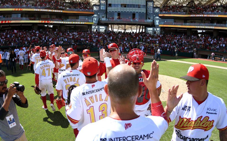 El equipo escarlata celebra su séptima victoria del año ante Tigres. (Foto: Enrique Gutiérrez)