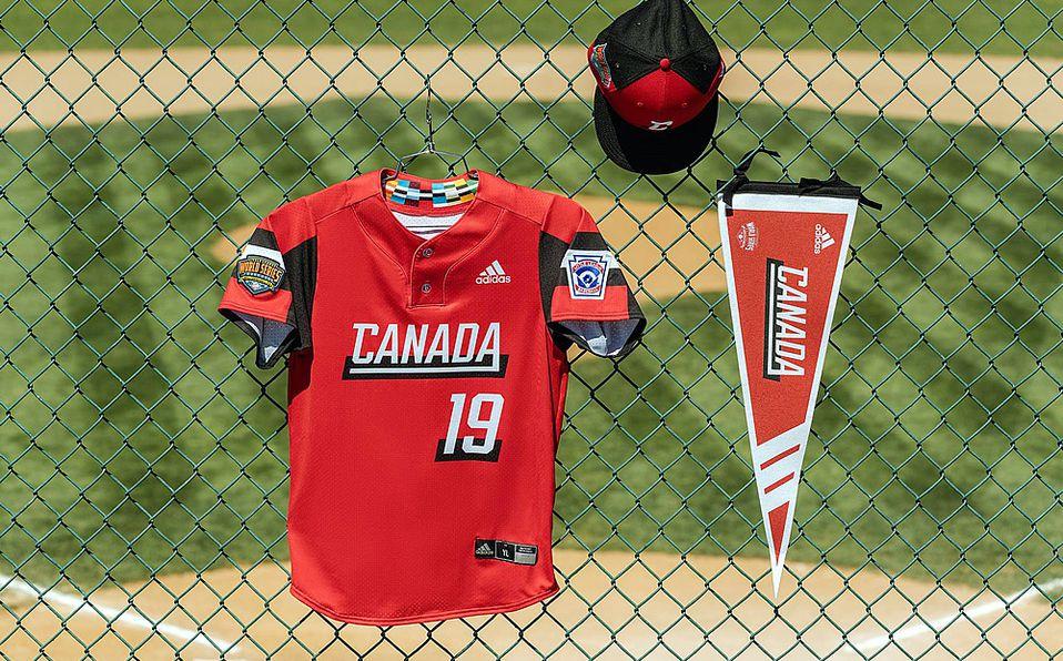 Jersey del equipo representante de Canadá en la Serie Mundial de Ligas Pequeñas. Foto: Adidas