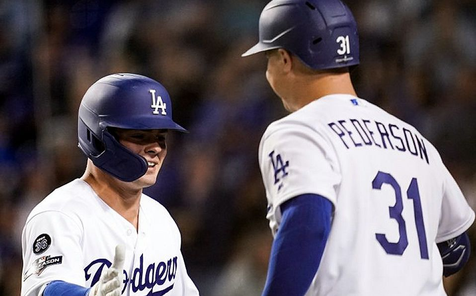 Dodgers cumple pronósticos; Walker Buelher se luce en la loma