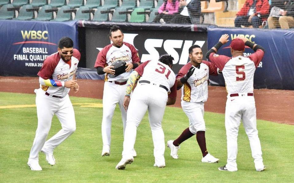 Alexi Amarista tomó 6 turnos por Venezuela y todos los hizo productivos. (@Elaguilabeisbol)