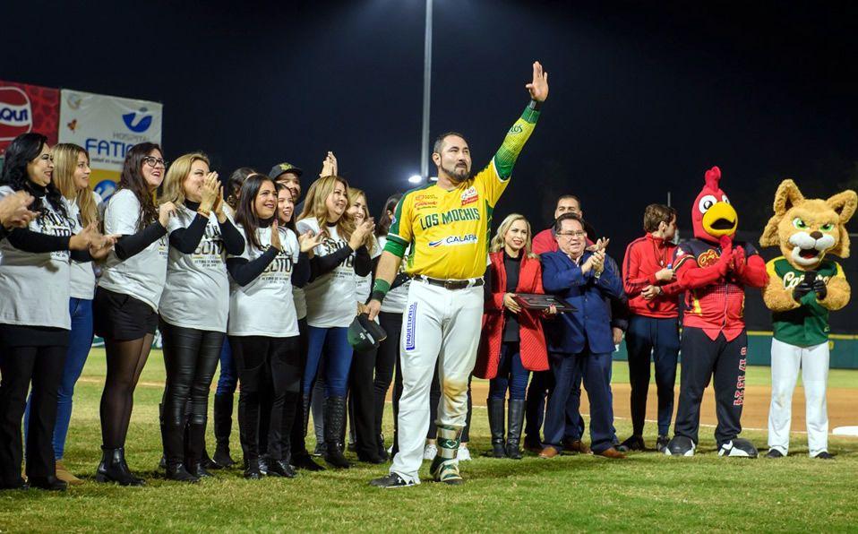 Soto recibió el reconocimiento acompañado de su familia. (Foto: @verdesxsiempre)