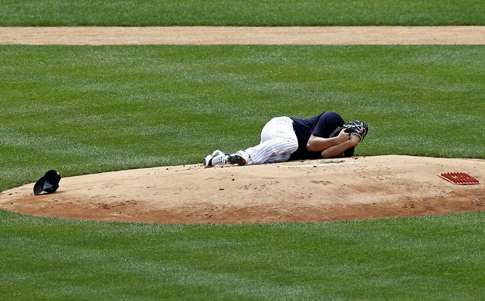 Masahiro Tanaka recibe brutal batazo en la cabeza durante una sesión de entrenamiento de los Yankees