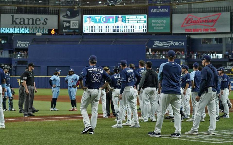 El lanzador de los Blue Jays y el coach de pitcheo fueron expulsados. (AP)