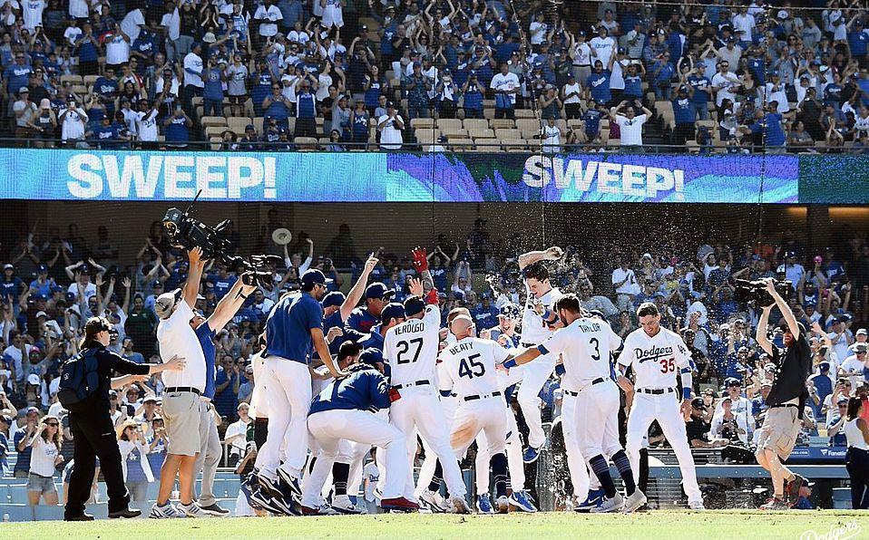 Dodgers hace historia con tres jonrones y deja en el terreno a Rockies