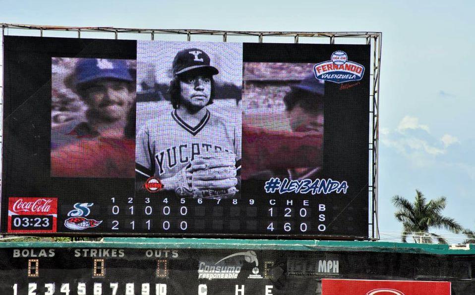 En las pantallas del Estadio Nelson Barrera de Campeche transmitieron el video homenaje a Valenzuela