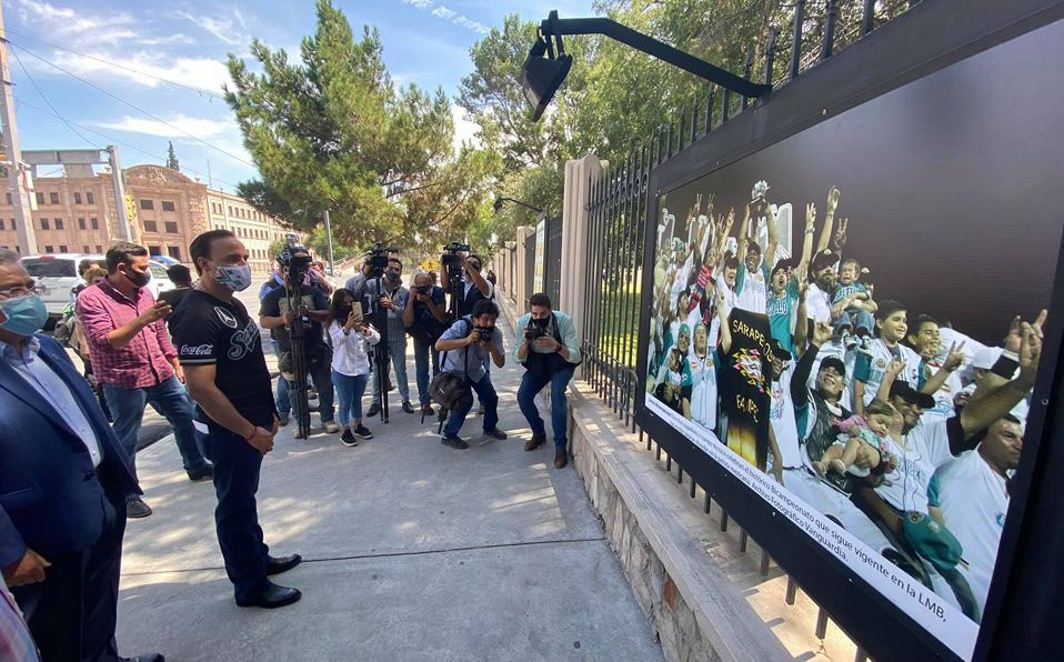 Saraperos inaugura exposición fotográfica en calles de Saltillo