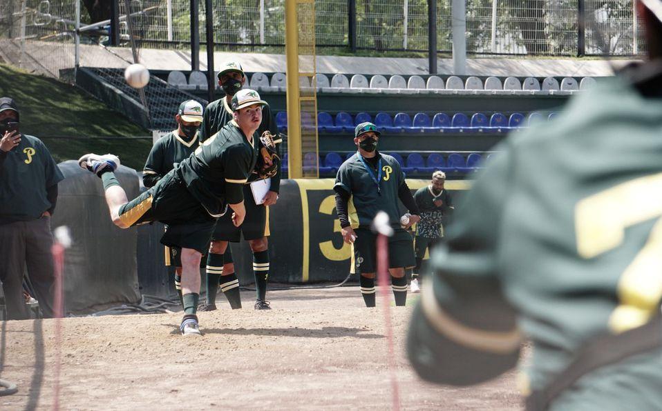 Pericos está trabajando con su cuerpo de lanzadores en el Estadio Hermanos Serdán. Foto: AP