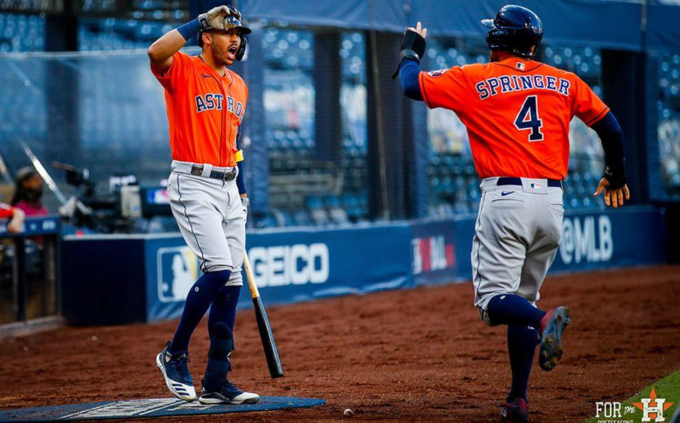Los Astros anotaron cuatro carreras en la cuarta entrada, para tomar el control del juego. Foto: Astros