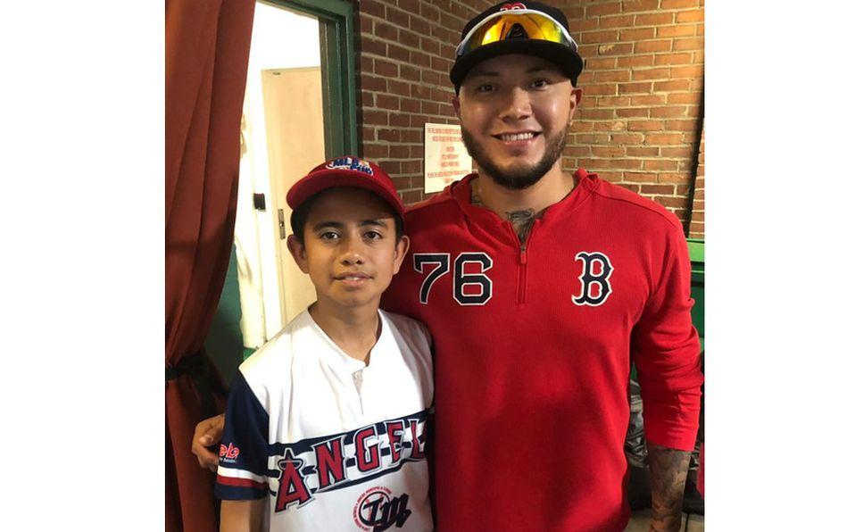 Héctor Velázquez salió a convivir con los peloteritos campeones de la MLB Cup